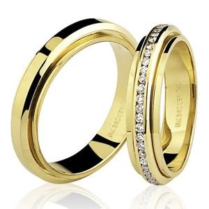 Par de Alianças Giratórias em Ouro 18K com Diamantes