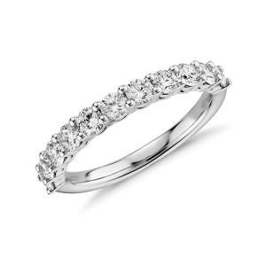 Meia Aliança em Ouro Branco 18K e Diamantes